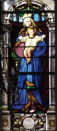 Vierge à l'Enfant couronnée avec des anges musiciens