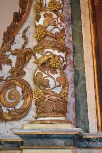 Détail d'une colonne du maître autel
