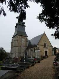 Eglise. Vue générale sur le côté nord avec le clocher