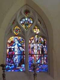 Eglise. Exemple d'un vitrail signé Sagot et daté 1951. Bienheureux les pacifiques. Ste Catherine de
