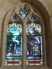 Eglise. Chapelle latérale sud. Vitrail XIXè siècle. Vue de la chapelle de grâce.