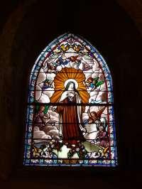 Eglise. Vitrail. Ste Thérèse de l'Enfant-Jésus. XXème s.