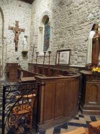 Eglise de Quetteville. Intérieur. Les stalles et les bâtons de charité.